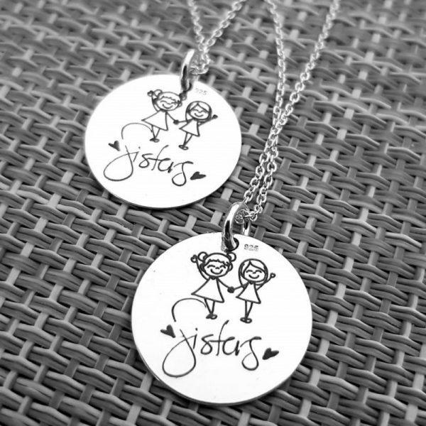 set-cadou-pentru-surori-coliere-cu-banut-personalizat-15mm-argint-925, idee cadou surori, cadou deosebit fetite, bijuterii argint copii gravate